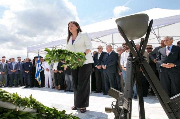 Η πρόεδρος της «Πλεύσης Ελευθερίας», Ζωή Κωνσταντοπούλου καταθέτει στεφάνι στο μνημείο πεσόντων κατά τη διάρκεια των εκδηλώσεων για την 72η επέτειο της Σφαγής των 228 Διστομιτών από τα Γερμανικά στρατεύματα, στις 10 Ιουνίου 1944, την Παρασκευή 10 Ιουνίου 2016. ΑΠΕ-ΜΠΕ/ ΑΠΕ-ΜΠΕ/ ΠΑΝΟΣ ΠΡΑΓΙΑΝΝΗΣ